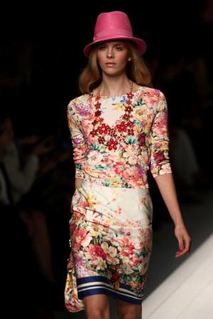 flower power ragazze romantiche e tutto per voi tendenze collezione primavera estate 2012 01
