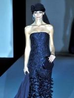 Giorgio Armani, donna in blu