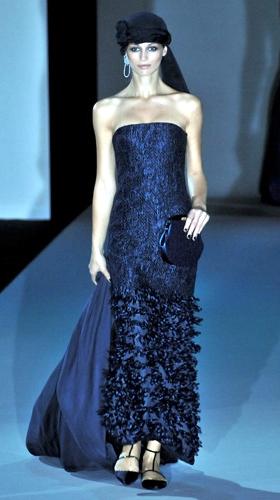 dba8ebe437 Giorgio Armani, donna in blu Collezioni Primavera Estate 2011 ...