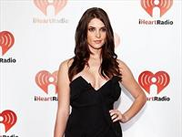 Ashley Greene indossa un abito di Vivienne Westwood agli iHeartRadio Music Festival