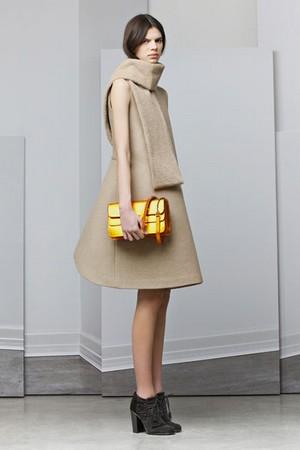 maxi eleganza con neil barrett per un autunno inverno oversize donna collezione autunno inverno 2012 2013 08