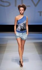 Silvian Heach propone uno stile giovane e frizzante.