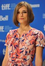 Keira Knightley indossa Moschino al Film Festival di Toronto, modello Cheap & Chic