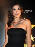 Festival di Sanremo 2011, Elisabetta Canalis debutterà con Versace e concluderà con Giorgio Armani