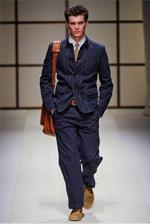 Salvatore Ferragamo, look sobrio ed elegante