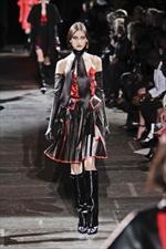 Givenchy, forme e tessuti per un mix unico