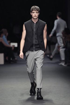 neil barrett uomo collezione primavera estate 2012 03