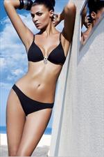 Amarea, look sensuale in riva al mare