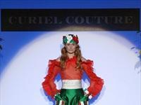Raffaella Curiel, il mondo dei fiori in passerella