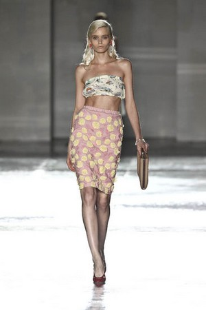 8aeea1165bd3 ... prada donna collezione primavera estate 2012 05 ...