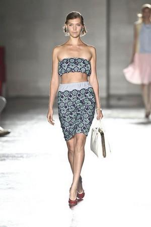 ee716fa9a26d ... prada donna collezione primavera estate 2012 06 ...