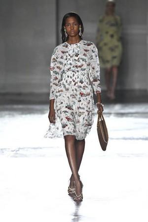 7d42dc25de4b ... prada donna collezione primavera estate 2012 26 ...