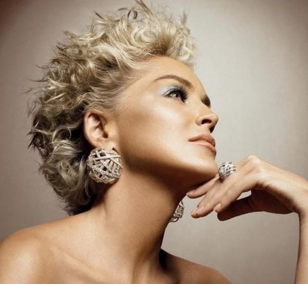 le star e la riscoperta dei maxi gioielli tendenze primavera estate 2012 05