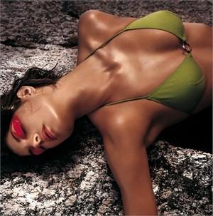 con clio un make up estivo tutto scintillante collezione primavera estate 2012 01