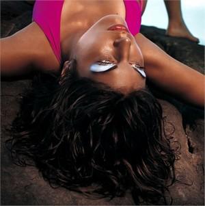 con clio un make up estivo tutto scintillante collezione primavera estate 2012 02