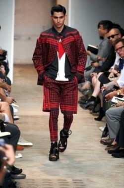Guarda le Collezioni di Givenchy