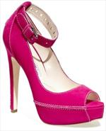 Zoe Saldana indossa scarpe fucsia firmate Brian Atwood