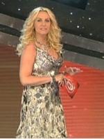 Antonella Clerici luminosa più che mai nella seconda serata del Festival di Sanremo 2010