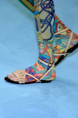 Flat e ultraflat tendenza primavera estate 2010 magazine for Issey miyake scarpe